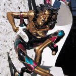 La sculpture «  Le Grand Bienvenue » des Caisses Populaires du Vieux Québec, bronze de Nicole Taillon, fête ses 22 ans en novembre.!